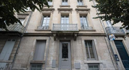 The facade or entrance of 7 Hotel Particulier