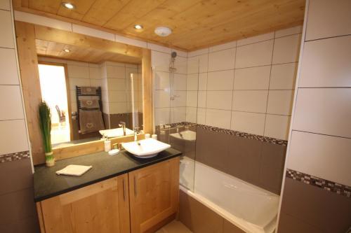A bathroom at Les Saisies Bisanne