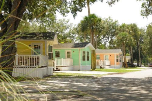 Tropical Palms Premium Three-Bedroom Cottage 35