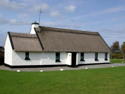 Ballyvaughan Holiday Cottages - 4 Bed Type A