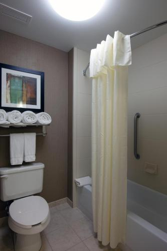A bathroom at Homewood Suites by Hilton St. Louis - Galleria