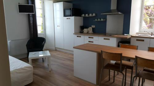 A kitchen or kitchenette at Le Mole