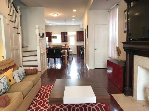 Luxurious 5BR Home in DC
