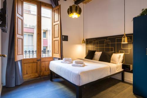Bett Im Schlafzimmer Design Modern Italienisch Lecomfort , No 23 The Streets Apartments Barcelona Spanien Barcelona