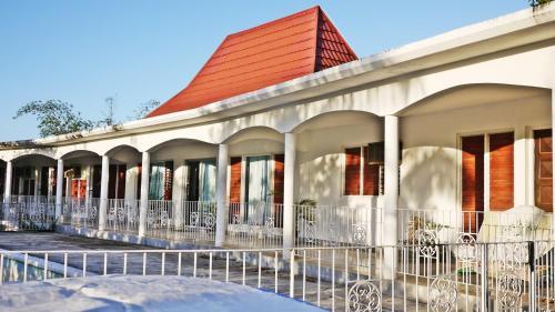 Coral Garden Symbol House