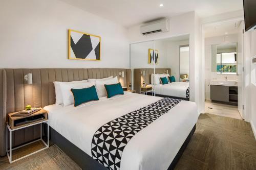 Кровать или кровати в номере Quest Macquarie Park