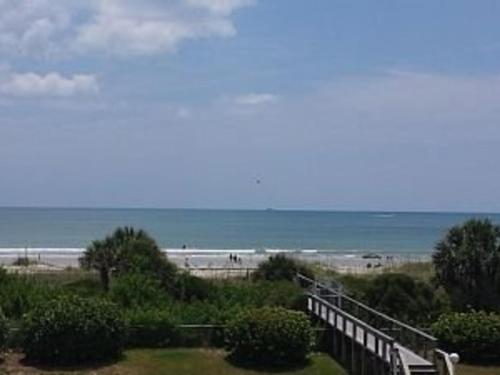 Beach Front Condo / Panoramic Views / Royal Mansions Penthou Apts