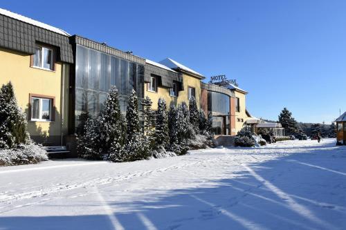 Motel Paradise - Kownaty