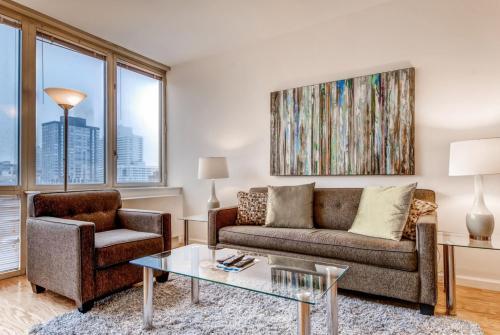 Area soggiorno di Global Luxury Suites at The Pearl