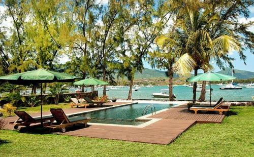 The swimming pool at or near Olana Beachfront Apartments