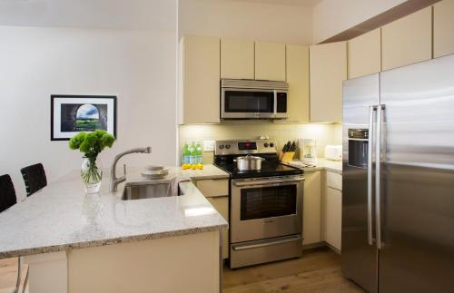 A kitchen or kitchenette at Oakwood at 234 Newbury