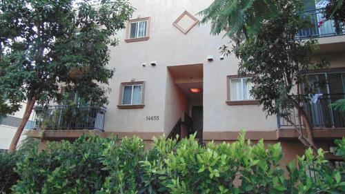 Vanowen Economy Two Bedroom Apartment 7