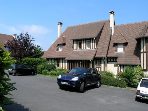 Three- bedroom House in Deauville