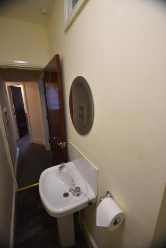 A bathroom at Wyresdale House-Flat 3
