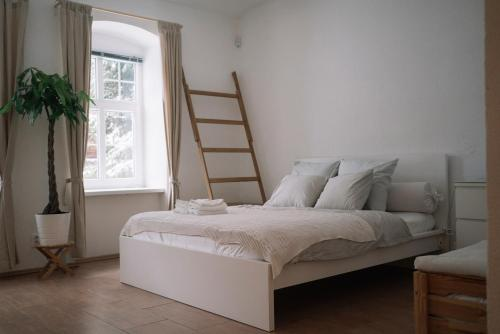 A bed or beds in a room at Dobrobeat