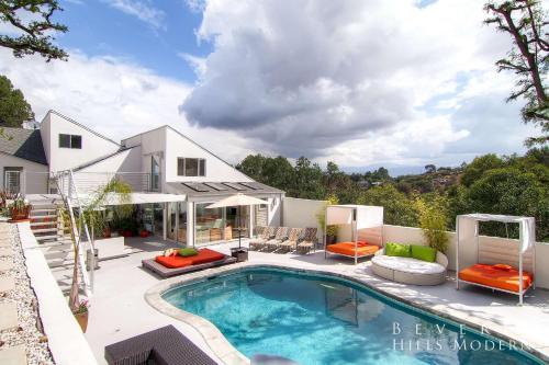 1040 - Beverly Hills Modern Estate