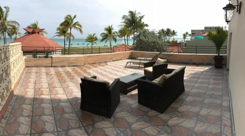 Hollywood Beach Resort - Luxury Oceanfront Suite with Balcony