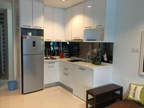 A kitchen or kitchenette at Suite on 27