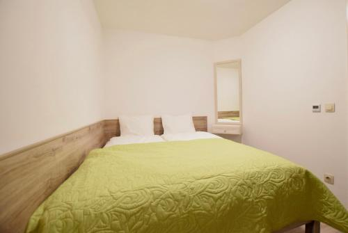 A bed or beds in a room at Creative Apartment - Between Oktogon and Nyugati
