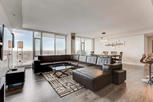 Luxury Sub-Penthouse – Downtown Riverfront