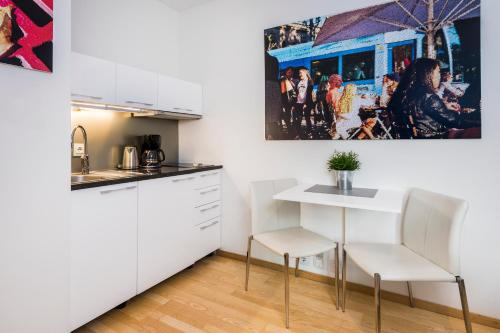 A kitchen or kitchenette at Akers Have Apartments