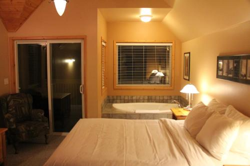 Sea Breeze Cabin by Natural Elements Vacation Rentals