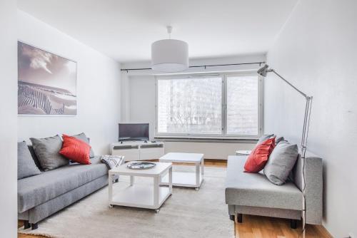 Ein Sitzbereich in der Unterkunft Helsinki South Central Apartment Perämies