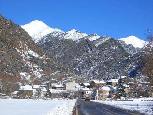 Apartaments Montaña during the winter