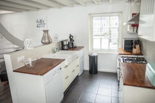 Η κουζίνα ή μικρή κουζίνα στο Swaluestraat3