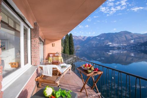 Casa al lago lakefront apartment valsolda italy for Casa lago apartments