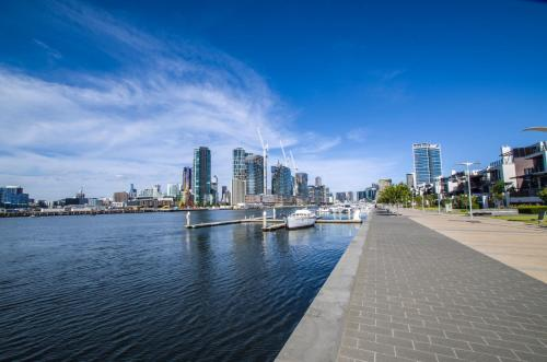 Docklands Luxury Townhouse in Melbourne