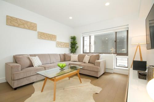 Luxury Two Bedroom Apartment - Midtown West 7G