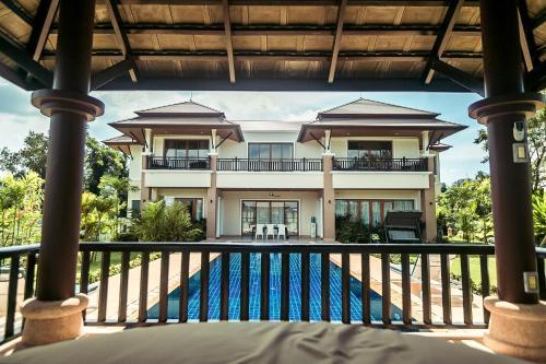 Laguna Pool Villa by The Lake