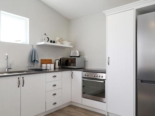 A kitchen or kitchenette at Botany House