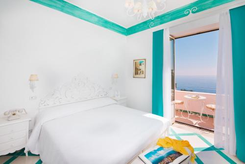 A bed or beds in a room at Villa Flavio Gioia