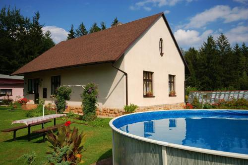 Two-Bedroom Holiday home with Pool in Dvůr Králové nad Labem/Riesengebirgsvorland 1304
