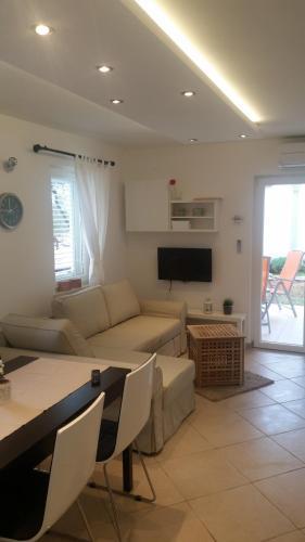 Bett Im Schlafzimmer Design Modern Italienisch Lecomfort , Apartment Luna Kroatien Cres Booking