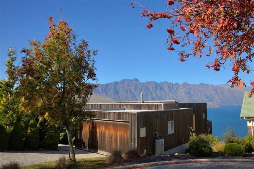 Capricorn Lake View Villa