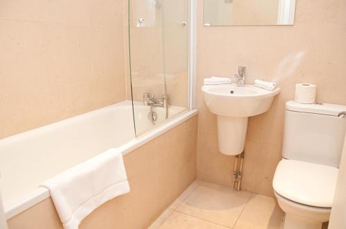 A bathroom at Clarendon Minories