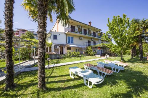 Apartments & Rooms Ribarić