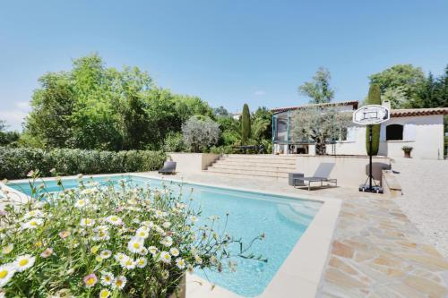 House with a Pool near Saint-Paul-de-Vence