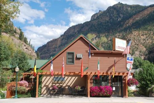 Rivers Edge Motel Lodge & Resort