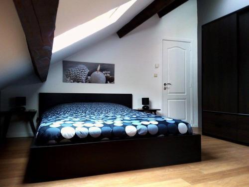 A bed or beds in a room at L'Entre ciel et Meuse