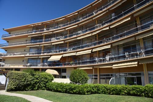 piscine municipale st laurent du var studio de 30m2 dans residence hoteliere avec piscine