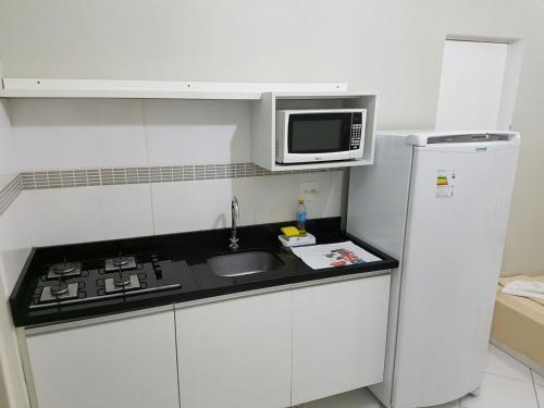 A kitchen or kitchenette at Residencial Ilhas Gregas