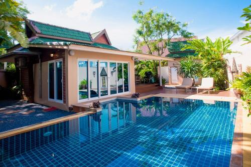 Baan Manuchang Villa