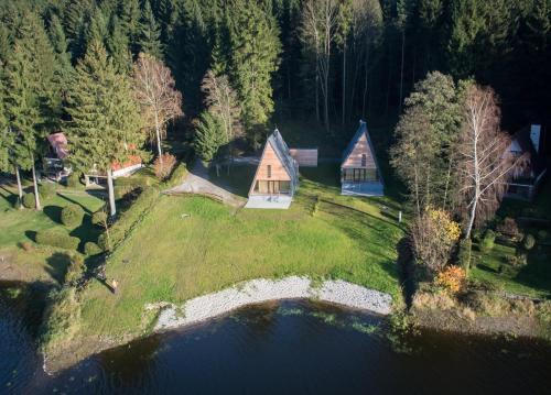 Chata u jezera - Lenicka