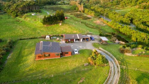 Kiwi Cabin and Homestay at Koru