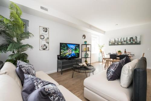 QuickStay - Chic & Central 3-bedroom in Little Italy