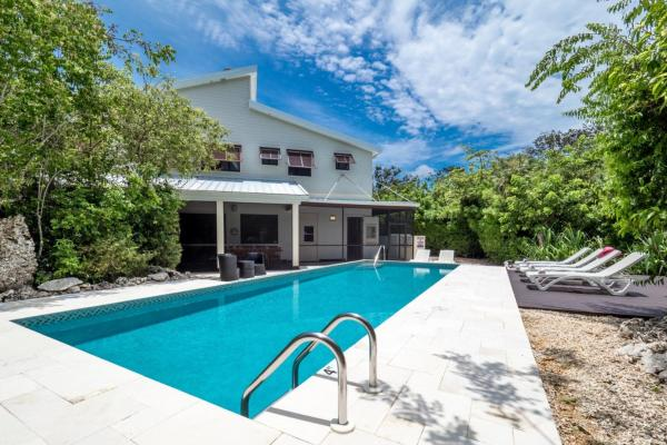 Hidden Escape by Cayman Villas